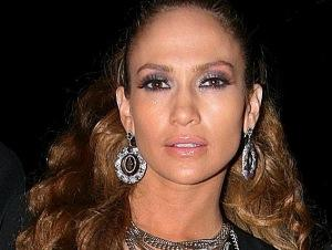 Martakis_jennifer_lopez.jpg: Universal Music Greece, uploaded on their behalf by Bratopoulosm, derivative work: Truu, Wiki Commons