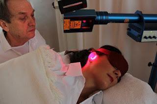 Bei Schwerhörigkeit und Tinnitus: Ohrstöpsel helfen mehr als teuere Hörgeräte