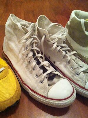 sneaker waschen wie bekommt man sneaker wieder sauber. Black Bedroom Furniture Sets. Home Design Ideas