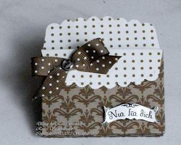 Zwei kleine Geschenkverpackungen