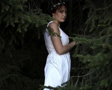 Nun war das arme Kind in dem großen Wald mutterseelen all...