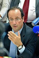 Hollande befreit Merkel