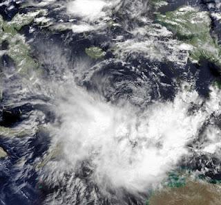 Tropisches Tief 19S bei Osttimor (Indonesien) und Australien