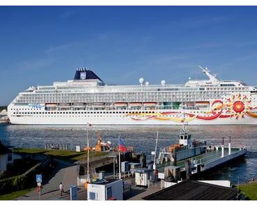 Kreuzfahrtsaison 2012 in Warnemünde gestartet