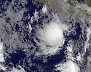 System 92-E bei Acapulco, Mexiko (potentiell Tropischer Sturm BUD) entwickelt sich langsam, aber sicher