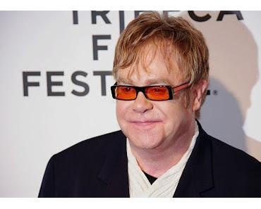 Elton John liegt im Krankenhaus