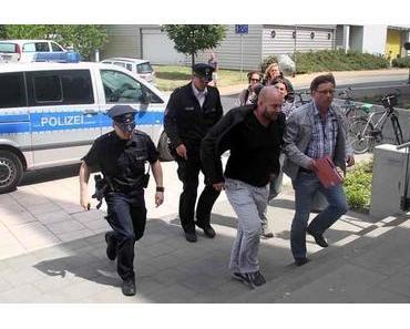 Live: Polizei verhaftet Moderator während Sendung