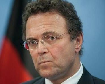 Innenminister droht mit Abschaffung der Stehplätze in Stadien