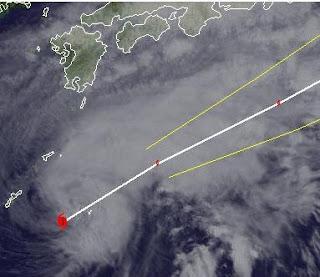 Taifun MAWAR (AMBO) nähert sich Japan