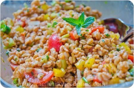 Zum Grillabend: Dinkelreis-Salat – ein wenig orientalisch