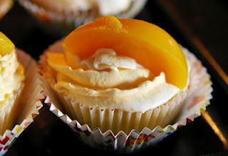 [Süßer Sonntag] Pfirsich-Sahne-Cupcakes