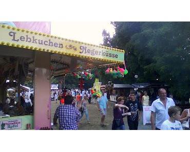 Gericht zeigen: Negerkuss beim Landesfest