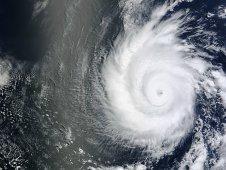 Hurrikan EMILIA baut ab, Tropischer Sturm FABIO immer wahrscheinlicher