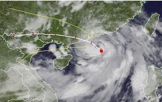 Taifun VICENTE bei Hong Kong - Taifunwarnung