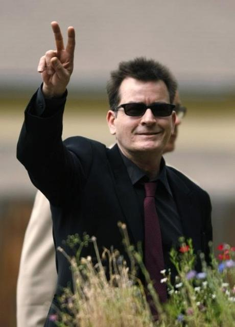 Actor Charlie Sheen arrives for a sentencing hearing at the Pitkin County Courthouse in Aspen, Colorado August 2, 2010. Sheen was expected to be sentenced for assaulting his wife during an alcohol-fueled Christmas Day quarrel in Aspen.  REUTERS/Rick Wilking (UNITED STATES - Tags: ENTERTAINMENT CRIME LAW PROFILE)