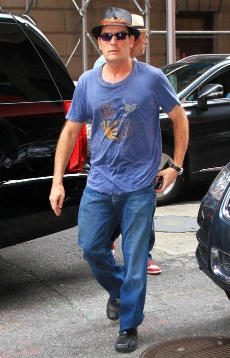 Photo by: Jackson Lee/starmaxinc.com 2010  10/24/10 Charlie Sheen out and about. (NYC) Photo via Newscom