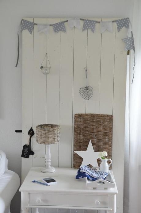 alte t r als dekoration old door as decoration. Black Bedroom Furniture Sets. Home Design Ideas