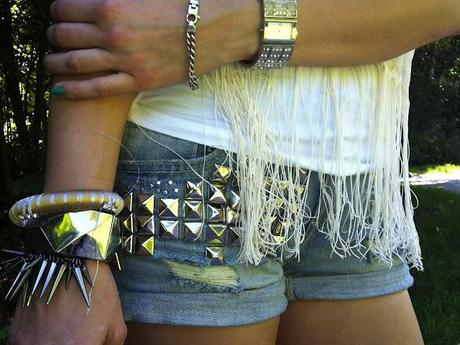 Wednesday to go: Studded jeans shorts and spike bracelet
