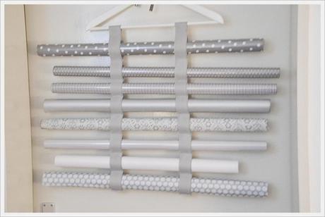geschenkpapier rollenhalter decorative paper holder. Black Bedroom Furniture Sets. Home Design Ideas