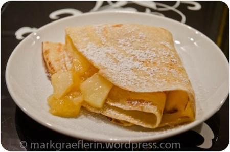Pfannkuchen mit Orange-Apfel-Kompott