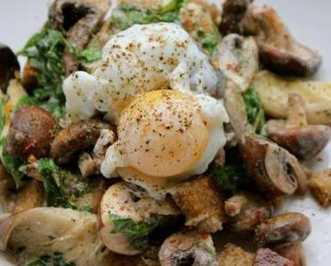 Pilzragout mit Rucola und pochiertem Ei
