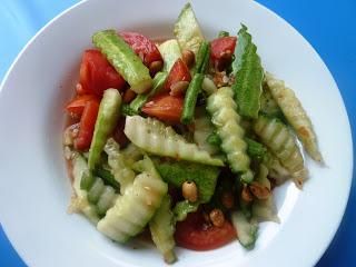 Dtam Dtaeng / ตำแตง / Sauer-scharfer Gurkensalat / Sour and Spicy Cucumber Salad