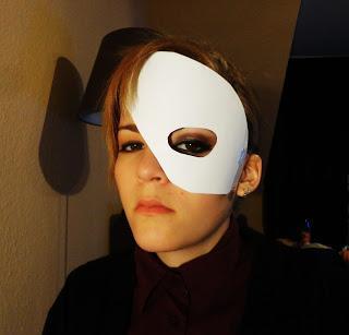 Ubiranije der dunklen Kreise unter den Augen