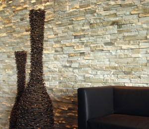 Steinwand im Wohnzimmer bauen