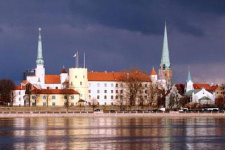 Das Schloß und die Altstadt von Riga
