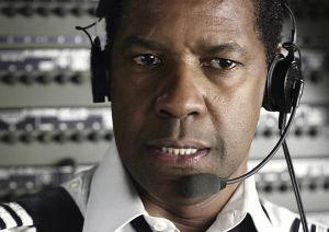 Denzel Washington ist Whip Whitaker.