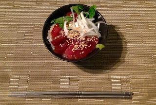 Thunfisch auf Reis まぐろのづけ丼
