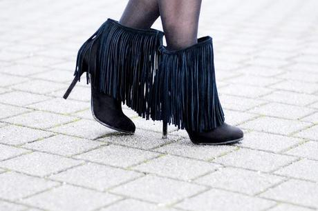 New Year's Eve to go: fringed, fur and feathers