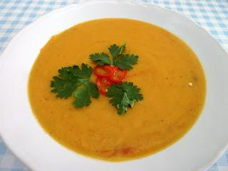 Scharfe Kürbissuppe mit Kokoscreme / Spicy Pumpkin Soup with Coconut Cream
