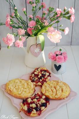 Streuseltaler - leckere Teilchen mit Äpfeln und Kirschgrütze
