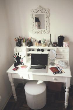 Bedroom Vanity Set With Drawers