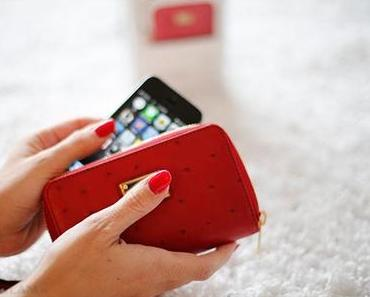 New: Lifestyle – Michael Kors Zip Wallet for iPhone5 in red
