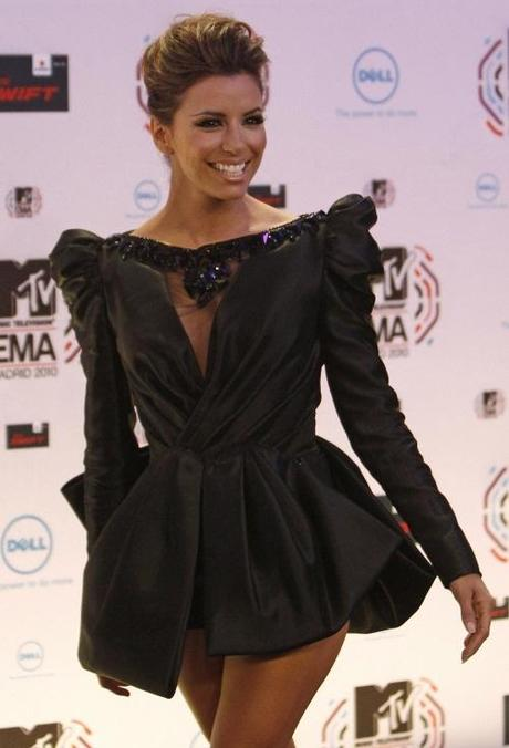 U.S. actress Eva Longoria Parker poses for photographers as she arrives for the MTV Europe Music Awards 2010 in Madrid November 7, 2010. REUTERS/Susana Vera  (SPAIN - Tags: ENTERTAINMENT)