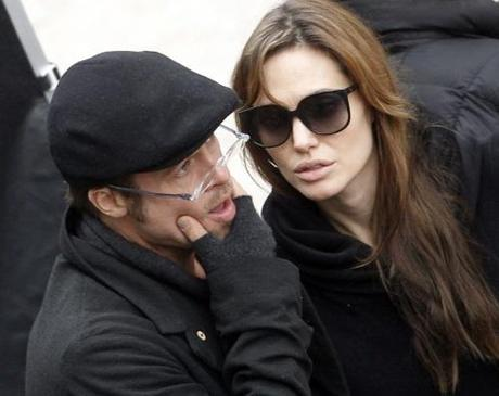 Actors Brad Pitt (L) and Angelina Jolie are seen on the set of Jolie's yet untitled directorial debut in Budapest November 8, 2010. Jolie is directing her first feature film about a Serbian man and Bosnian woman who meet on the eve of the 1992-95 Bosnian war. REUTERS/Laszlo Balogh (HUNGARY - Tags: ENTERTAINMENT)