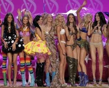 "Fotos: Katy Perry sang bei der ""Victoria Secret"" Show 2010"