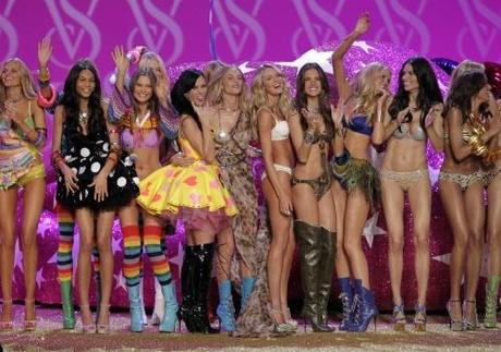 Katy Perry and Victoria's Secret Models Candice Swanepoel, Alessandra Ambrosio, Adriana Lima, Karolina Kurkova, Selita Ebanks and Chanel Iman stand at the end of the runway after the Victoria's Secret Fashion Show in New York City on November 10, 2010.   UPI/John Angelillo  Photo via Newscom