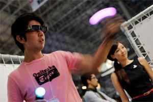 Playstation Move und Microsoft Kinect mit großer Nachfrage.