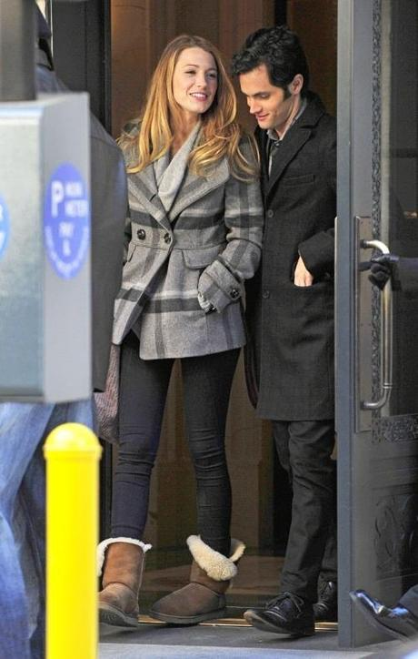 46901, NEW YORK, NEW YORK - Monday November 1, 2010. Blake Lively and Penn Badgley still look friendly despite reports of the two splitting as they film a Gossip Girl together in NYC. The two are seen playing with a pug and rehearsing their lines together. Photograph: PacificCoastNews.com