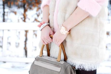 Monday to go: faux fur coat and Furla bag