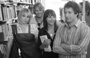 Celeste und Jesse mit ihren Freunden Beth (Ari Graynor, ganz links) und Tucker (Eric Christian Olsen, hinten)