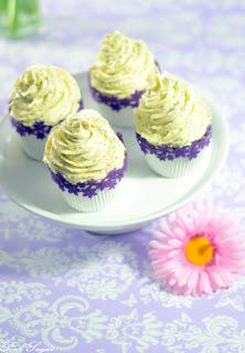 White chocolate cupcakes mit Mohn und Marzipan