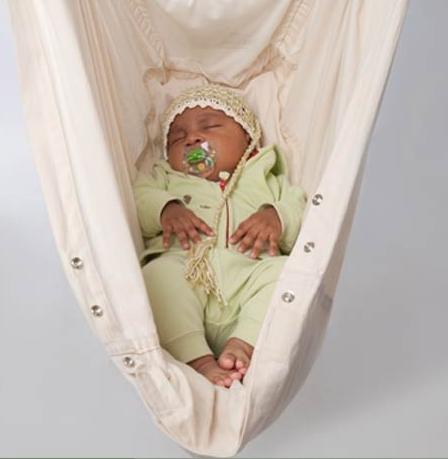 nonomo wiegt baby s in den schlaf. Black Bedroom Furniture Sets. Home Design Ideas