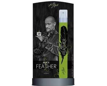 Mark Medlock verführt mit seinem Parfüm Black Feather