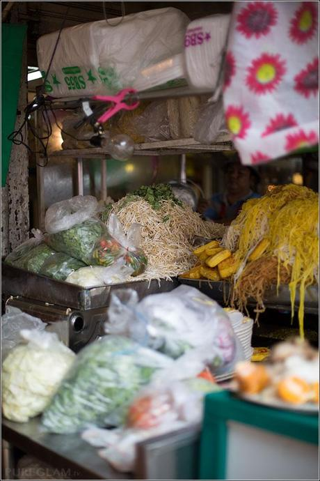 Chatuchak market in Bangkok - Fruits, Food, Clothes, Collectibes, Art