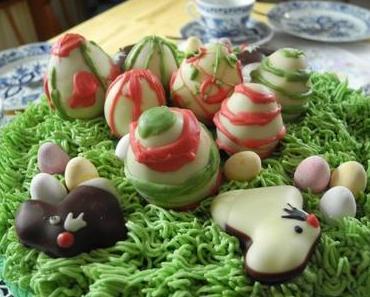 Oster-Torte: Himbeer-Sahne mit Ostergras und Cakepop-Eiern