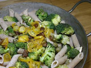 Broccoli-Pfanne mit Kumquat-Topping